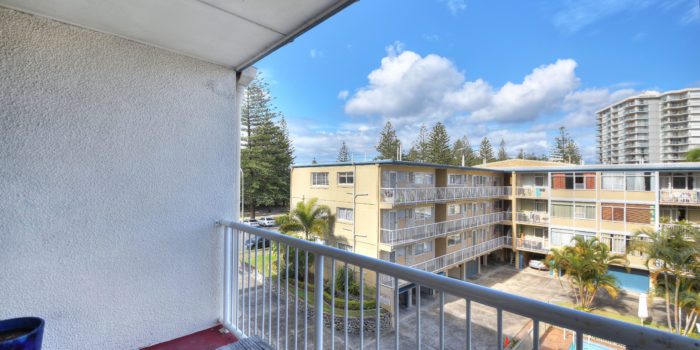 C14 White horses building- Beachfront Burleigh Heads Rented @450pw